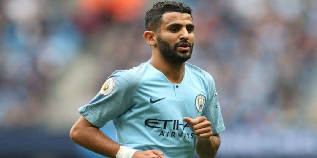 mahrez jouant en tenue de machester city